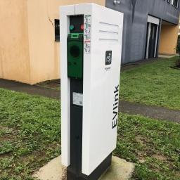 Installation d'une borne électrique au siège d'ADC Propreté pour sa flotte de véhicule électrique